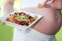 Употребление сухофруктов при запорах у беременных