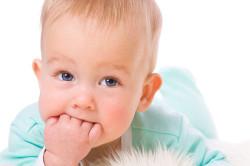 Прорезывание зубов - причина поноса у детей